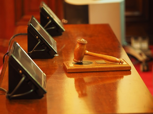Judge's hammer in court council decision