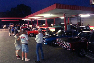 The Texas Thunder Classic Car Club holds monthly meetings at Top Notch Burgers.