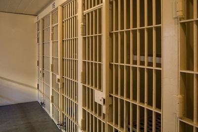 Medium jail