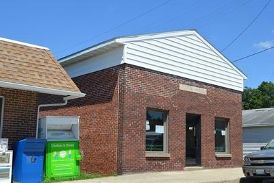 Medium iroquois town hall on lincoln 1