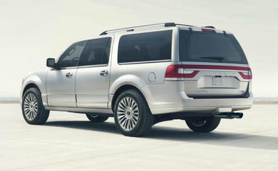 The Navigator has an Independent Multilink Rear Suspension System, which allows each wheel to independently handle ever-changing road conditions.