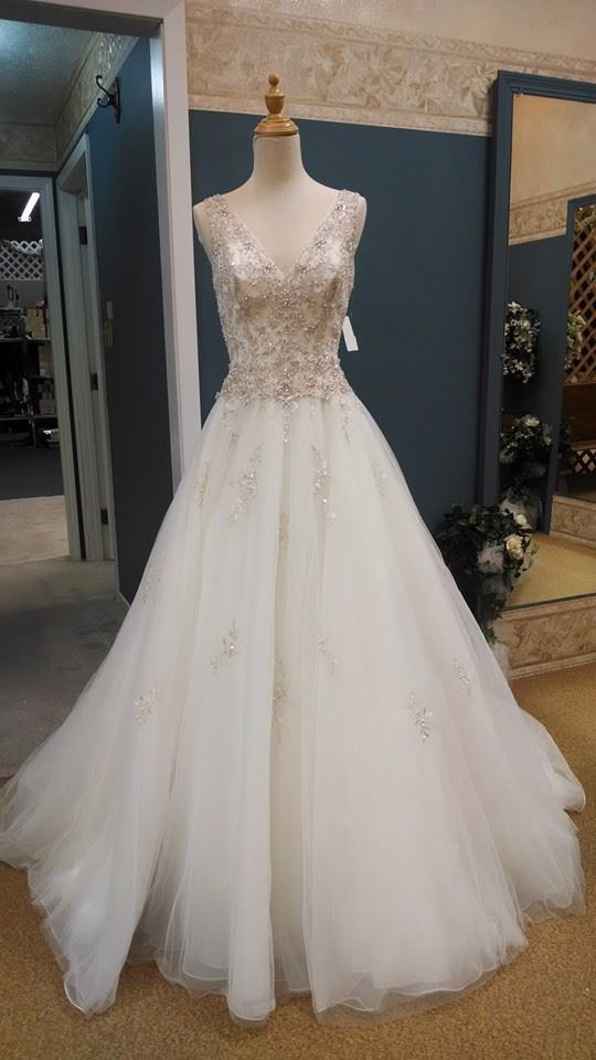 a41f64664952 Dream Designs Bridal in Aurora has been in business for many years and has  helped countless brides-to-be find the look that suits them and the rest of  their ...