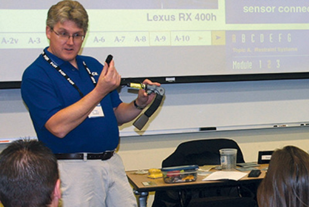 iCar offers both hands-on live classroom and virtual training to perform complete, safe and quality repairs.