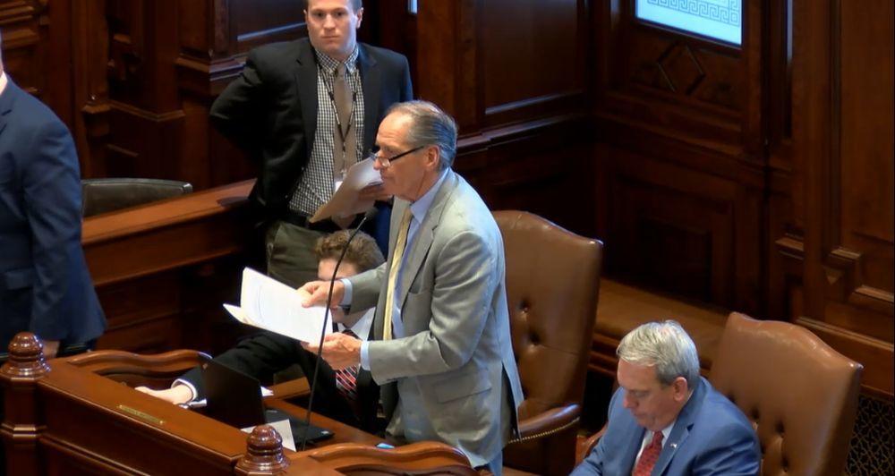 Sen. Chuck Weaver (R-Peoria) propossing SB3033 at the May 2 Senate Floor debate