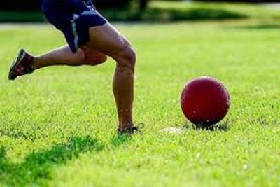 Medium kickball