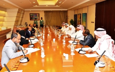 Bangladesh Minister of Commerce Tufail Ahmed met recently in Riyadh with Council of Saudi Chambers (CSC) Chairperson Abdulrahman Al Zamil and other chamber personnel.