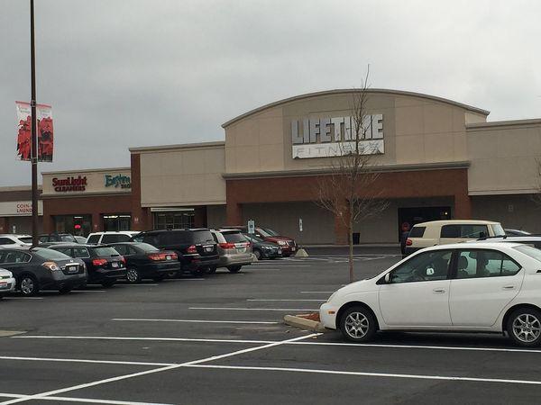 Large lifetime fitness gym
