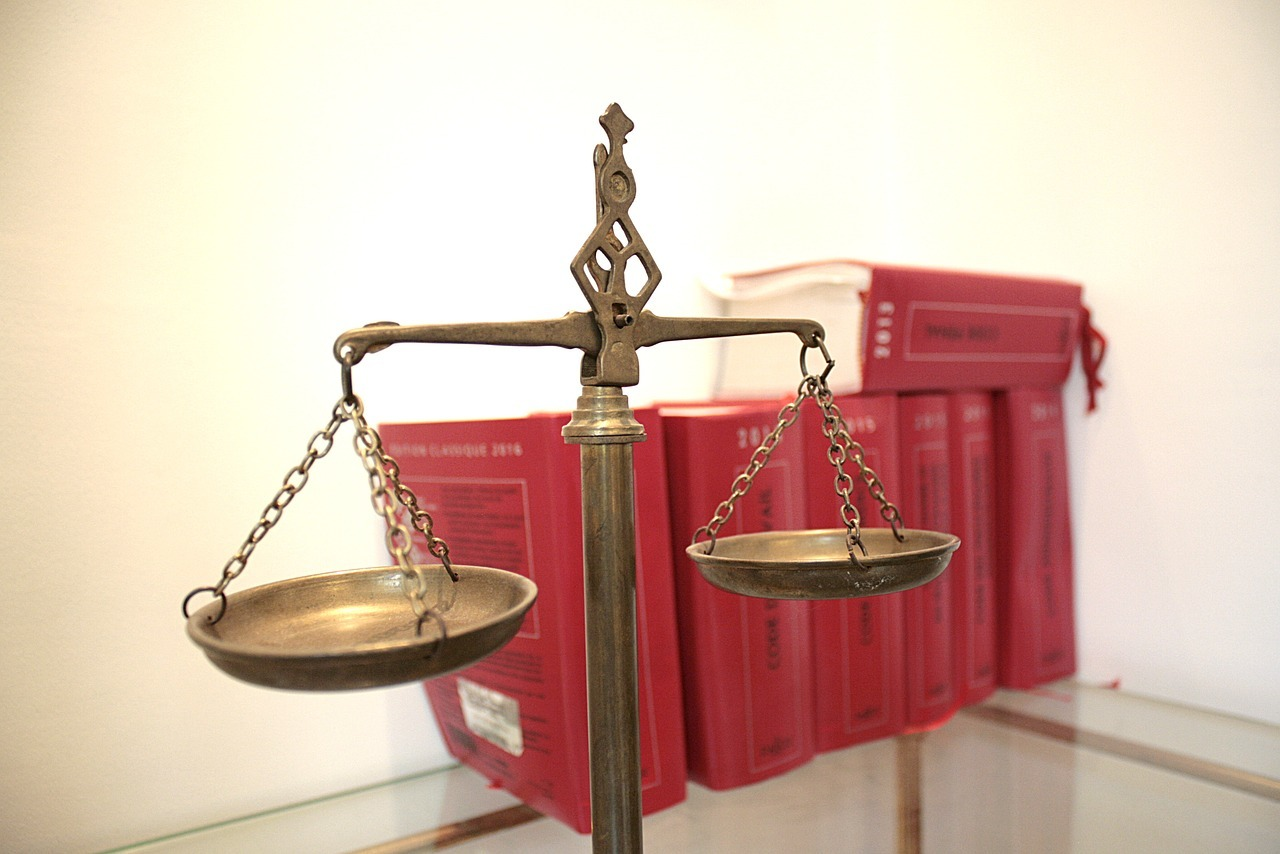 Justicescalewithredbooks