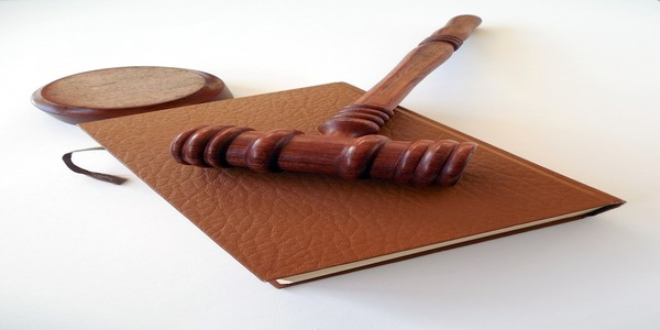 Large gavelonbook