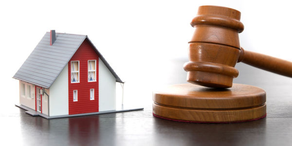 Large house and gavel 1280x640