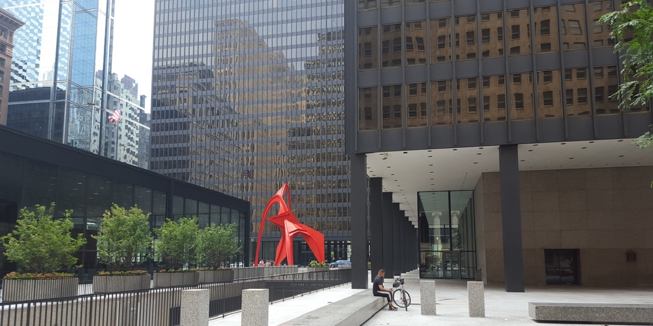 Chicago federal courthouse flamingo from rear