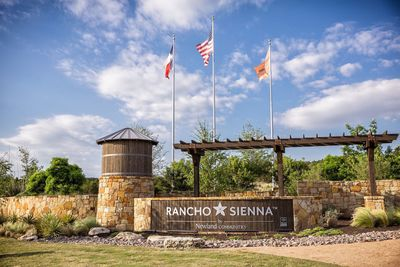 Located at S.H. 29 and Ronald Reagan Boulevard, Rancho Sienna offers a Hill Country lifestyle, with more than 100 acres devoted to parks, trails and natural open spaces.