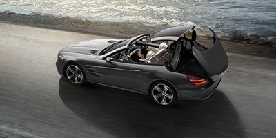 The power retractable hardtop of the SL Roadster allows the driver to simply open up to the great outdoors