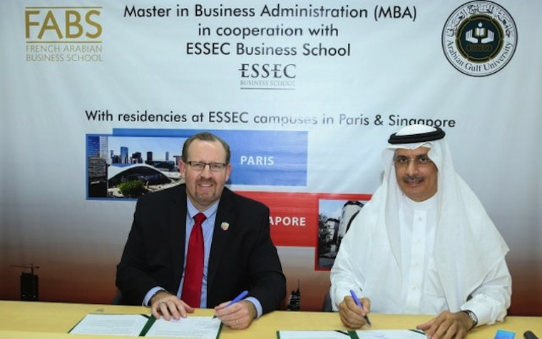 Alba's CEO Tim Murray (left) signs the MOU with Dr. Khalid Abdul Rahman Al Ohaly, President of Arabian Gulf University.