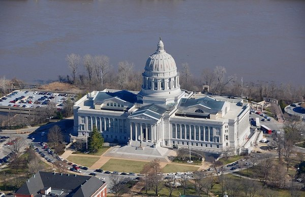 Large 1200px ap of missouri state capitol building