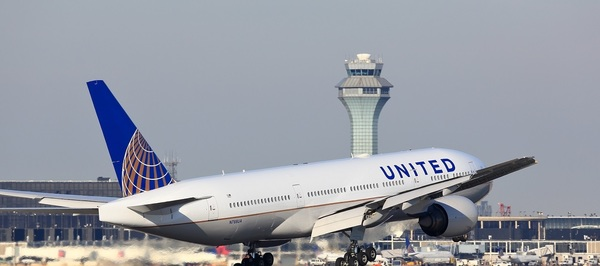 Large united airlines landing