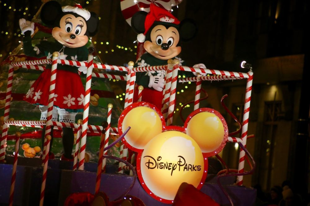 Mickey and Minnie Mouse will lead a tree-lighting parade down North Michigan Avenue.