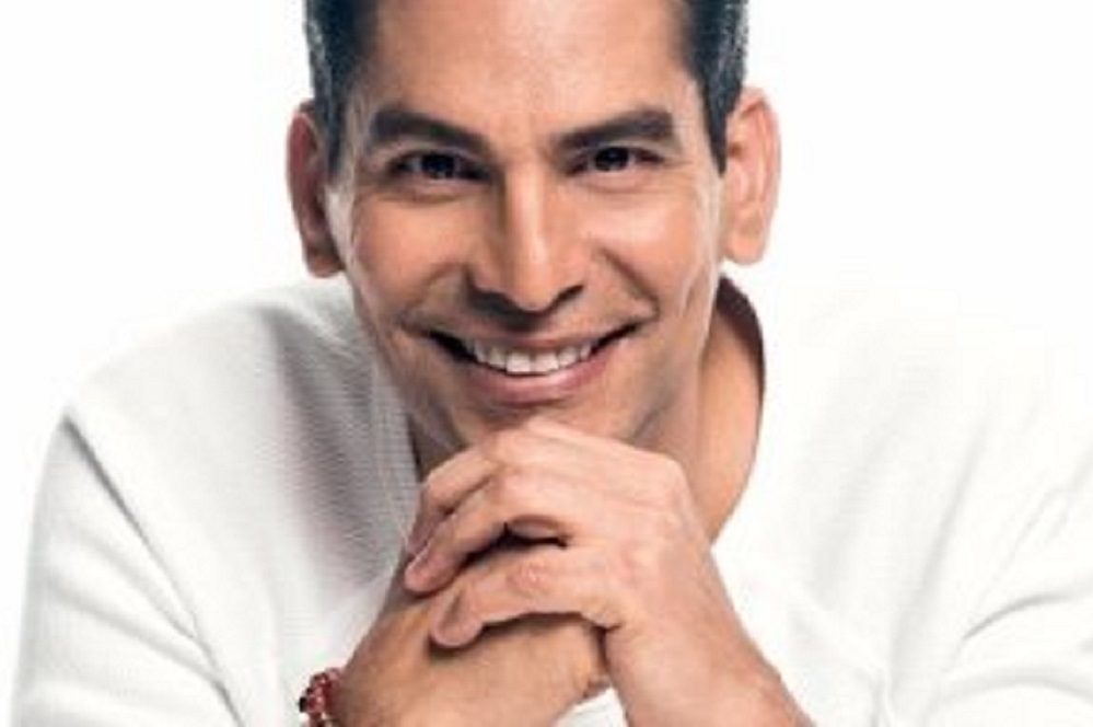 Ismael Cala will speak about how leadership influences areas of growth and corporate happiness.