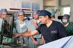 Inderbir Gill, front, points to a screen during a noninvasive ultrasound procedure