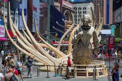 Medium wake sculpture
