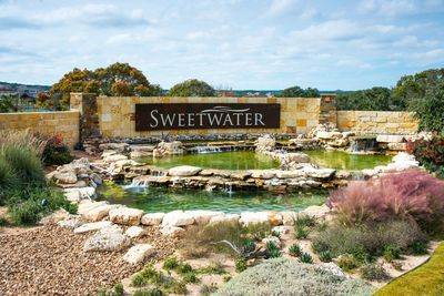 MAIN STORY/PHOTO 2: Homesites in Hillcrest and other Sweetwater neighborhoods offer views of canyons, ridges, creeks and other scenic features amid roughly 750 acres of parks, trails and natural open space in the community.