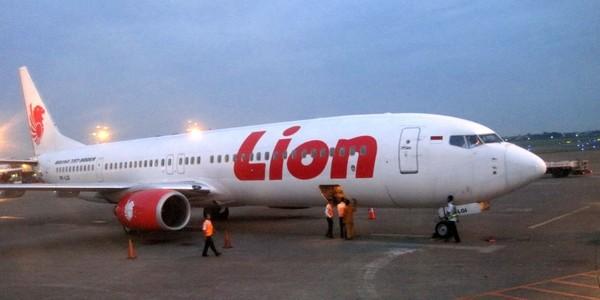 Large lion air boeing 737 900er soetta