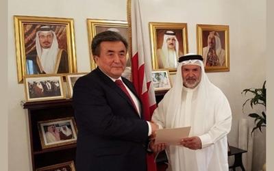 Bahrain's ambassador to Kuwait meets with Kyrgyzstan, Netherlands ambassadors