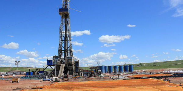 Large 1599px williston north dakota oil field oil rig  5894614162