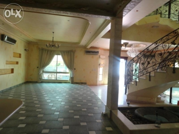 The living space in the large villa in Janabiyah