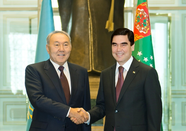 Turkmenistan President Gurbanguly Berdinuhamedov met with Kazakhstan President, Nursultan Nazarbayev during his visit to Turkmenistan.