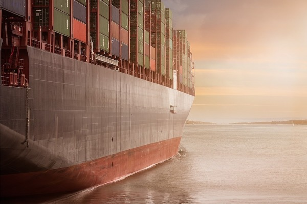 Large container ship(1000)jpg