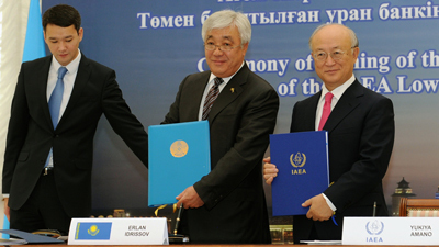 THe IAEA's LEU Bank was officially approved between IAEA Director General, Yukiya Amano (right) and Kazakhstan's Foreign Minister, Erlan Idrissov (left).
