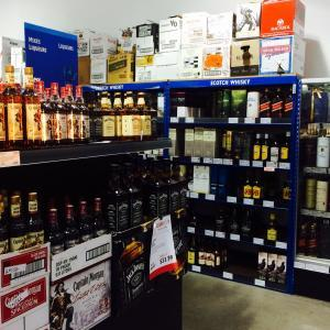 The commission will consider zoning standards for liquor establishments in CN and UN-R districts.