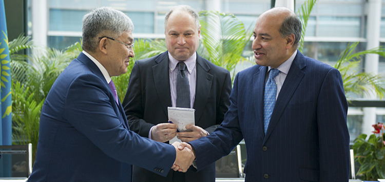 EBRD President Suma Chakrabarti, far right, and the Akim of Kyzylorda Oblast, Krymbek Kusherbayev, far left, at the signing ceremony for a financing agreement to improve the Kazakh region's infrastructure.