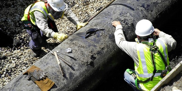 Large enbridge oil spill pipeline removal