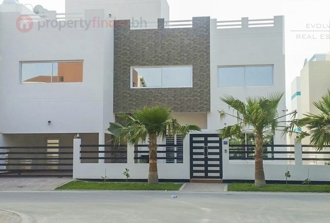 A five bedroom villa is now available in Saar.