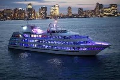 Medium boatcruise