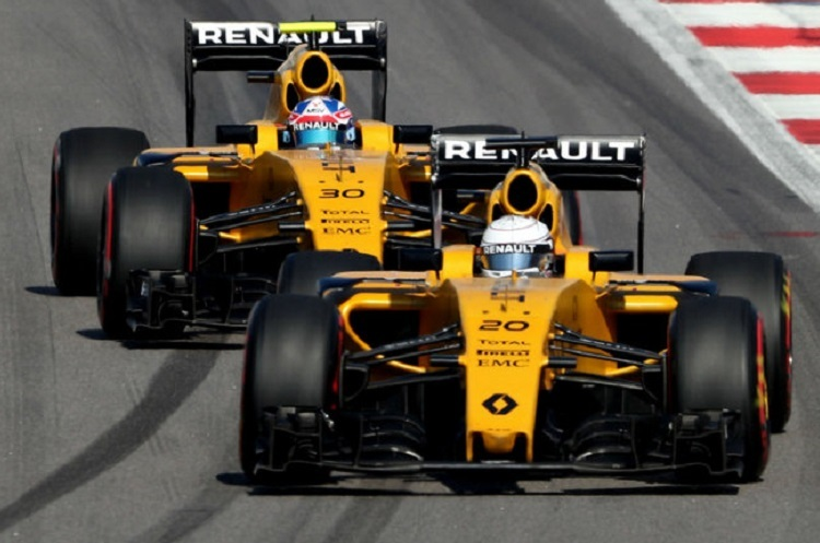 For the first time, Renault is motorizing the McLaren team.