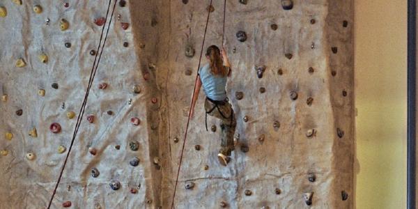 Large rockclimbingwall1280x640