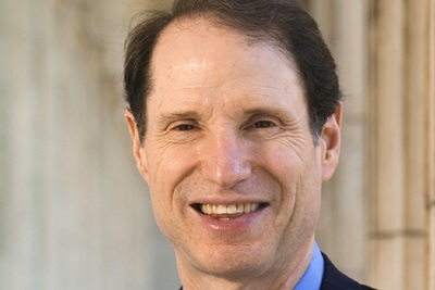 Sen. Ron Wyden's proposal would require a minimum percentage of rebates and discount to be passed from a PBM to a health plan.
