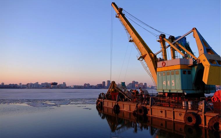 Ti ship construction barge