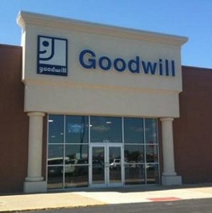 Fuchs announces retirement after 22 years as CEO of Goodwill Industries of Central Illinois.