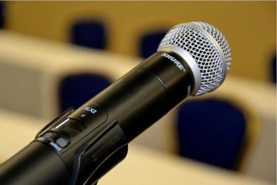 Medium microphone2 1000x667