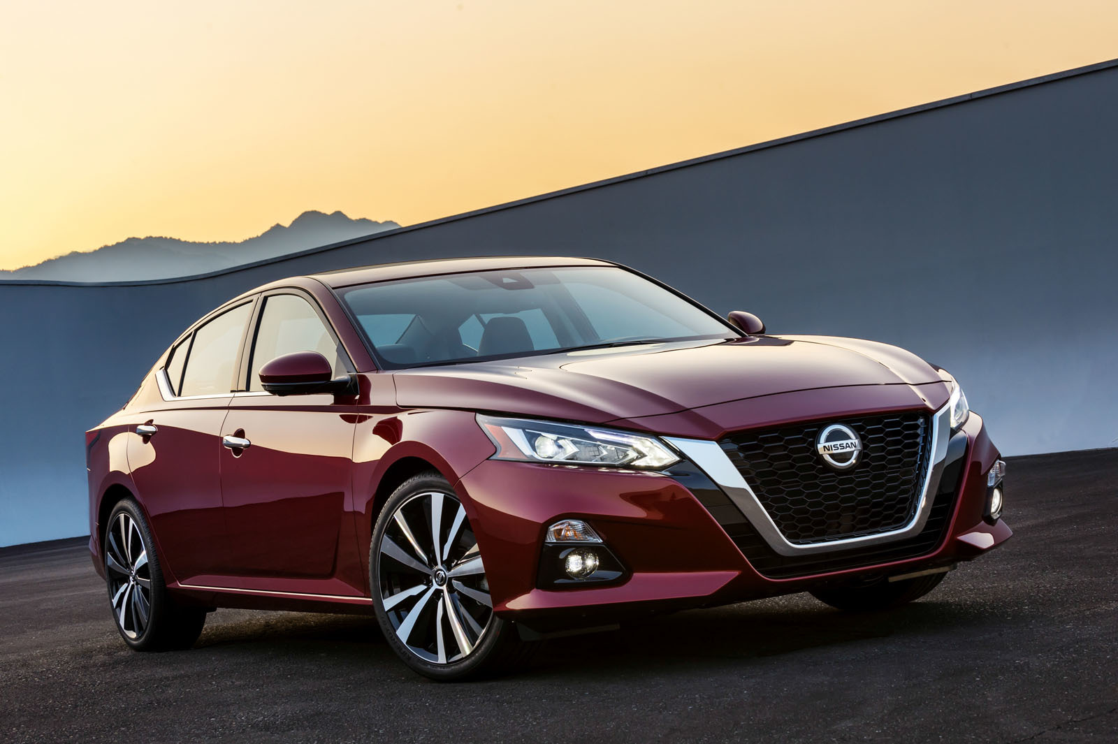 The 2019 Altima applies Nissan's unique AWD system for optimum performance.