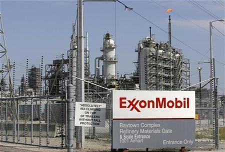 49747 view of the exxon mobil refinery in