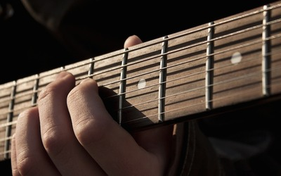 Medium guitar