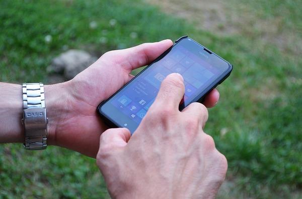 Large cellphonemanhands