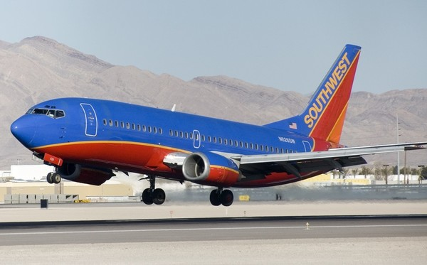 Large n626sw b737 300 southwest airlines