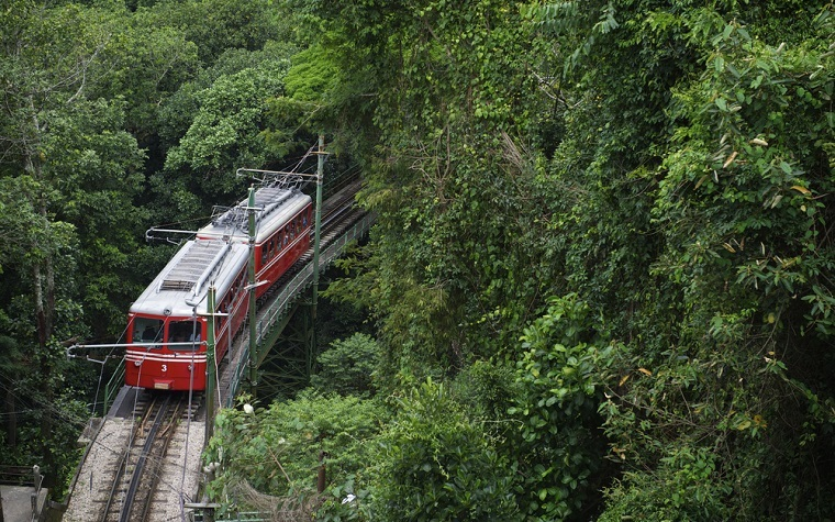 Cuenca, Ecuador, expects to open its tram line 2016.
