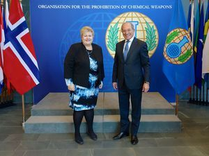 Norwegian prime minister visits OPCW headquarters.